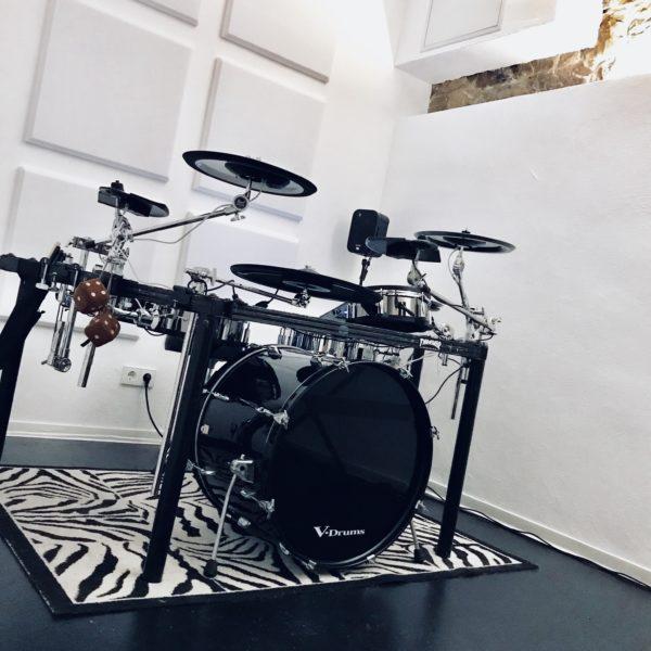 Maison Derrière Drum Room