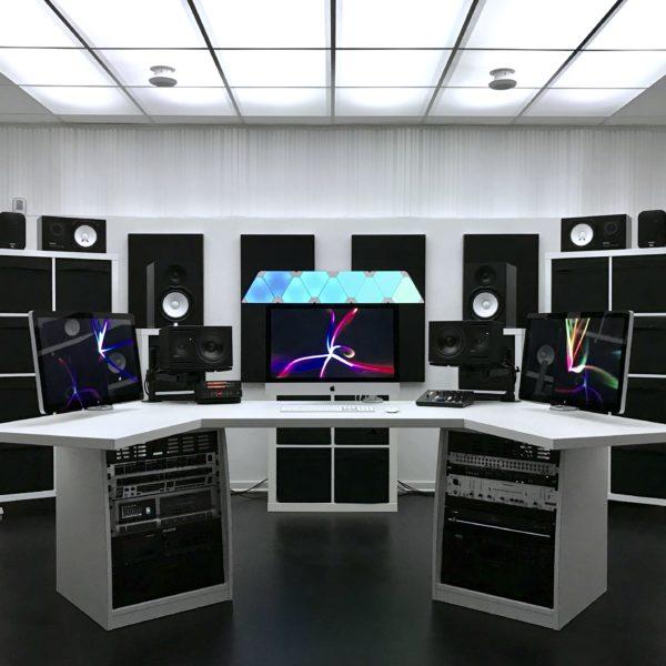 Maison Derrière Control Room